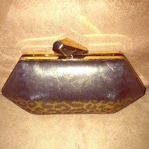 Handbags - Gold Leopard Clutch🖤